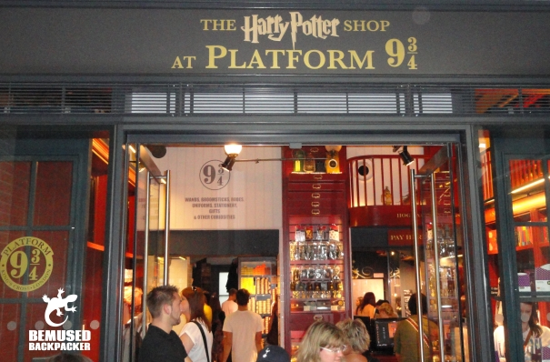 Harry Potter platform 9 and 3 4 London Kings Cross 2